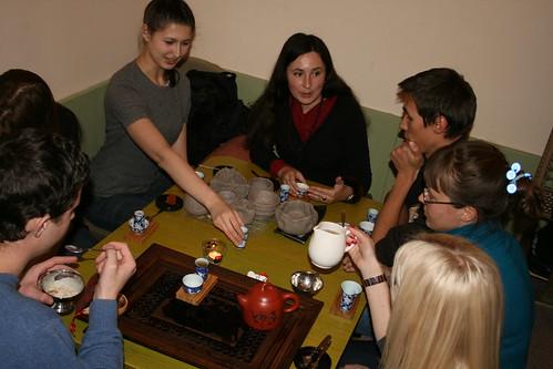 Завершаются наши мастер-классы чаепитием с отличным чаем и особенным чайным мороженым.