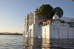 Lake Palace, Udaipur India (Laura Dunn-Mark) Tags: travel india lake palace 2008 lakepalace rajasthan udaipur lakepichola lauradunnmark
