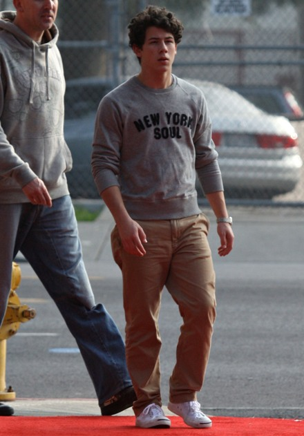 nick-and-kevin-christmas-shopping (4)