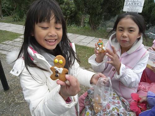 你拍攝的 42娃娃的手工gingerbread man。