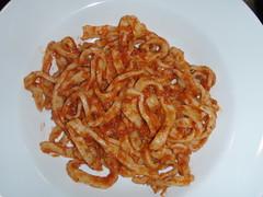 Hjemmelavet pasta med tomatsauce
