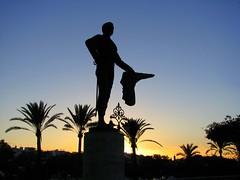 Pepe Luiz Vázquez (Graça Vargas) Tags: sunset sculpture españa sevilla spain graçavargas ©2008graçavargasallrightsreserved 6205141010