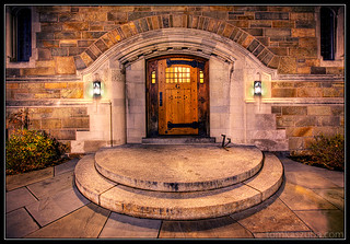 Night falls on Yale.