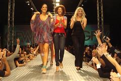 GFW - Goinia Fashion Week 2008 (Robson Borges) Tags: brazil sexy fashion brasil mulher moda modelo sensual desfile linda bonita evento pernas pblico bela cabelo vestido goinia famosa sapato gois roupa sandlia andar passarela celebridade vaidade gfw personalidade karinabacchi sharonmenezes helenganzarolli robsonborges