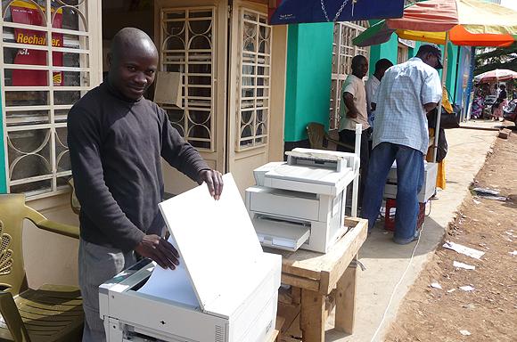 Une jeune photocopieur à Bukavu