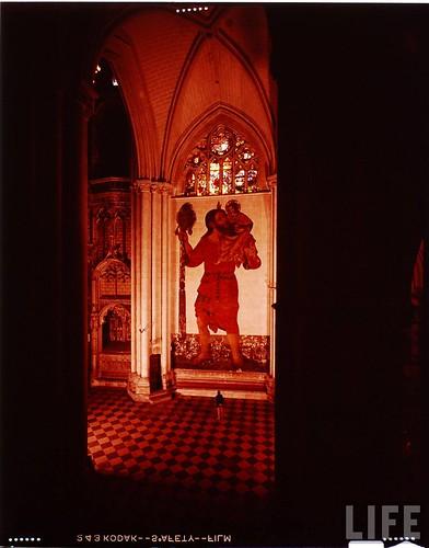Interior de la Catedral de Toledo en 1963. Fotografía de Dmitri Kessel. Revista Life (4)