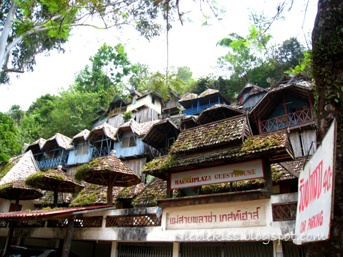 guesthouses by the river in mae sai
