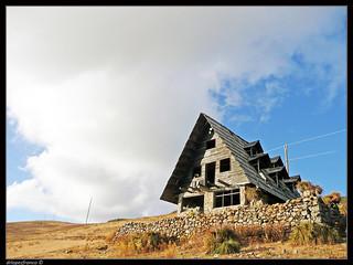 La casa abandonada en la montaña/The abandoned house in the mountain