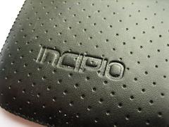 Incipio-inscriptie aan de buitenkant.