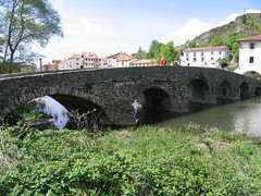 "Roman bridge to Villava • <a style=""font-size:0.8em;"" href=""http://www.flickr.com/photos/48277923@N00/2620468453/"" target=""_blank"">View on Flickr</a>"