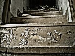 Escaleras a ninguna parte (RoxaK) Tags: escaleras