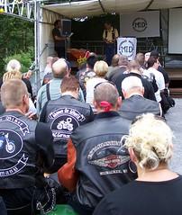 Bei einem der Vortrge (happycat) Tags: people germany rheinlandpfalz mensch bikertreffen neustadtanderweinstrase hambachanderweinstrase 10hambacherbikerfest2008
