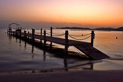 Falling into infinity (valerius25) Tags: sardegna sunset sea holiday beach canon sand tramonto mare sardinia oasis vacanza sabbia alghero pontile alguer capocaccia portoconte 400d holidaysvacanzeurlaub valerius25 valeriocaddeu betterthangood