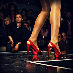 pretty woman (.:grana:.) Tags: red woman shoes leg burlesque rosso gambe anni50 tacchi conniedouglas