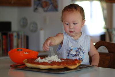 cheesing pizza