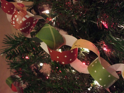 Christmas 08--paper chains 003