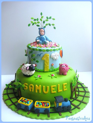 Torta bebe e trennino nel prato / Baby and train in the garden