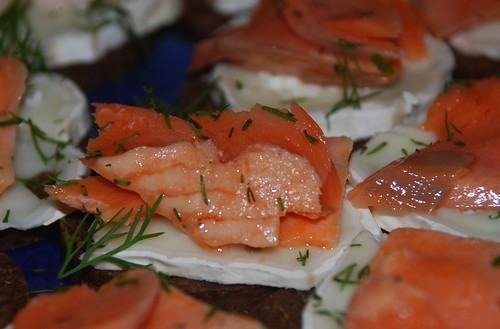 Salmon with dill and cheese