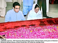 Bilawal Bhutto Zardari (Jahangir @) Tags: pakistan people mark karachi sindh gathered shaheed sukkur larkana largenumber fateha zulfikaralibhutto jahangirkhan bilawalbhuttozardari gharikhudabux jahangirpix 30thdeathanniversary