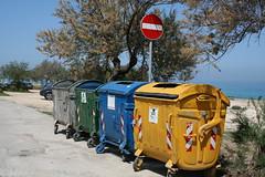 United Colors of Rubbish (ciccioarca) Tags: primavera rifiuti colori cozze canonefs1855 moladibari bidoni canoneos400d