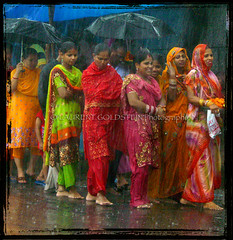 Monsoon's showers (designldg) Tags: summer people india water asia colours delhi monsoon barefoot scalzi  descalzas piedsnus saarc piedinudi indiasong descalas fiveflickrfavs articulateimages