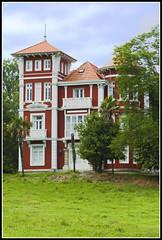 LA CASA ROJA (penn84^^) Tags: casa asturias tve principado indiano rodaje colombres serietv laseñora culombres