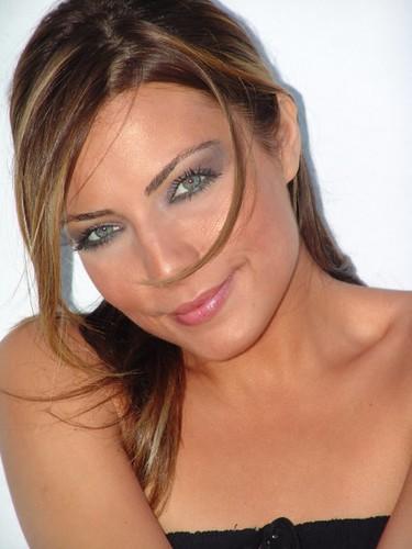 إختار اجمل ممثلة تركية لسنة 2009 - 2010 2702782998_27f1dda912