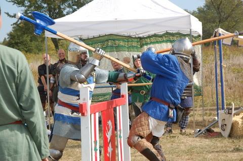 Society for Creative Anachronisms - fighting at the barrier