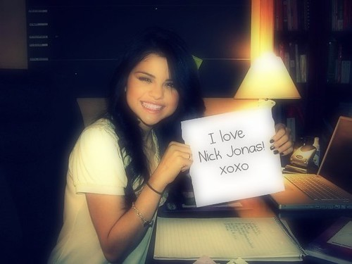 selena gomez and nick jonas dating. Selena Gomez loves Nick Jonas