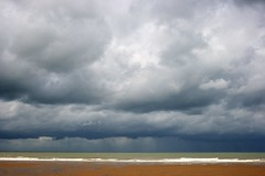 North Sea (just.Luc) Tags: sea sky cloud mer beach water rain weather clouds strand contrast golf grey gris eau meer waves play belgium belgique cloudy pluie noordzee belgi wolken grau wave zee ciel northsea lucht nuage nuages temps oostende vague vagues belgica plage bewolkt regen merdunord grijs belgien weer wolk grauw golven nuageux beacheslandscapes articulateimages