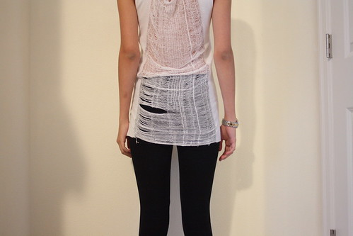 DIY: Shredded t-shirt (OUTSAPOP TRASHION: Shredded tee tutorial by Camile)