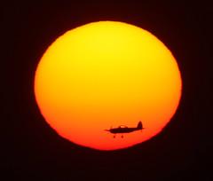 Just a plain sunset (ViaMoi) Tags: sunset orange sun canada airplane star airport ottawa profile flight canadian landing supershot 700mm mywinners abigfave enstantane platinumphoto colorphotoaward exemplaryshots theunforgettablepictures canon40d viamoi goldstaraward digifotopro damniwishidtakenthat