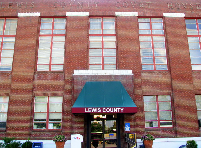 Lewis County Courthouse #1 - Hohenwald, TN