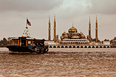 Chugging by the Crystal Mosque (DSC5576) (Fadzly @ Shutterhack) Tags: people building architecture river landscape boat marine nikond50 malaysia chugging terangganu nikonstunninggallery sigma70200mmf28exdghsmapo masjidkristal crystalmosque pulauwanman tamantamaddunislam