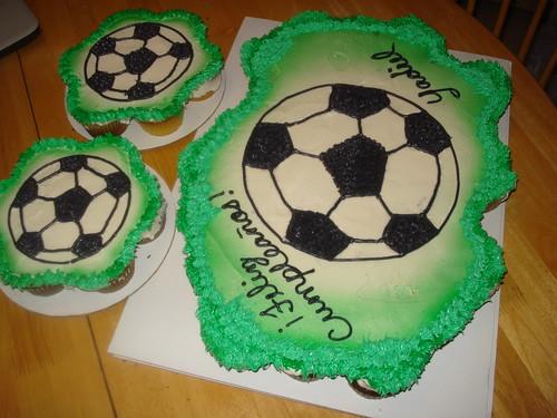 soccer ball cake. soccer ball cupcake cake