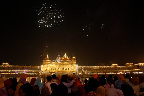 golden temple amritsar diwali. Diwali at The Golden Temple,
