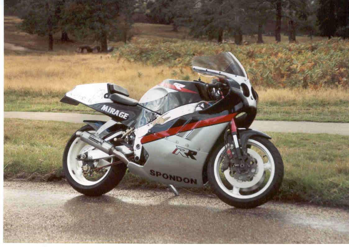 Suzuki GSX-R Slabside 750 (85-87) et 1100 (86-88) - Page 2 3121384551_a1144a6086_o