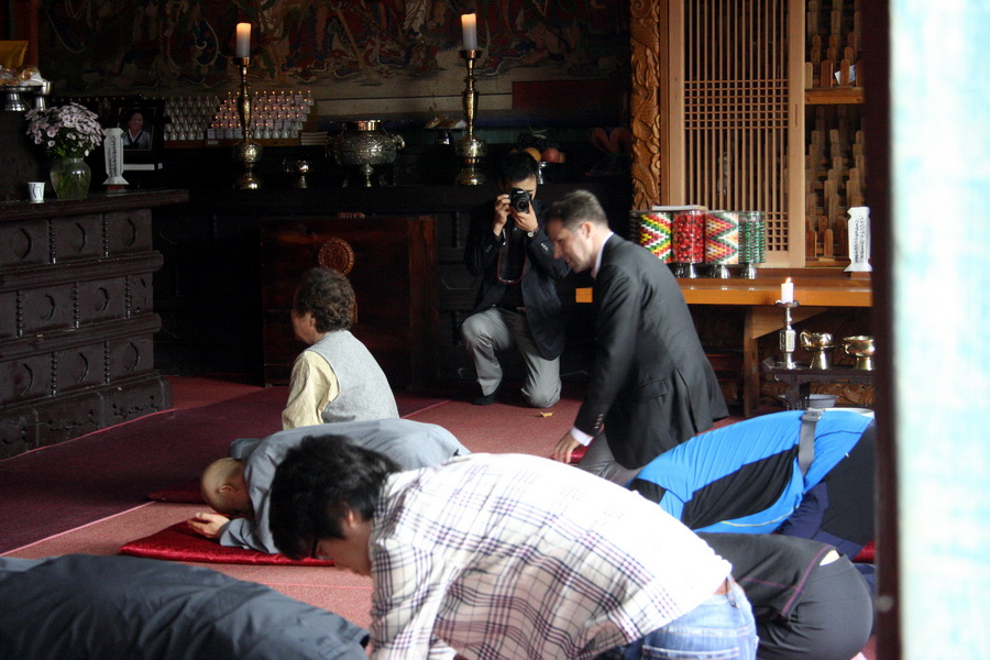 Foreigner in a Buddhist temple