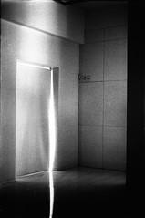 (Brielo) Tags: door white film window corner ventana puerta mac esquina salida exit canona1 sanluispotos kodaktrixpan400 museodeartecontemoraneo