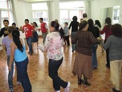 08 mai dantza 061 (egizu) Tags: familia ama aita dantza getxo euskaldun euskara tailerra egizu semea sendi alaba