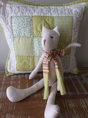 gatinho tutu!! (AP.CAVALARI / ANA PAULA) Tags: cat toys dolls handmade artesanato fabric gato patchwork tilda bambola tecido pezza moneca panno pigotta bamboladipezza feitomo anapaulacavalari gatodetedico apcavalari