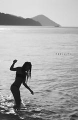 Silhouette di fine estate (preju_13) Tags: sea summer sky italy woman holiday water girl silhouette backlight island donna costume seaside italian elba italia tramonto mare estate natural fine bikini cielo tuscany end scenario toscana acqua ferie vacanze controluce sera ragazza isola portoferraio carlotta aplusphoto sottobomba controlux ultimiscattiestivi