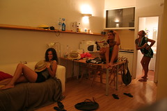 L'appartamento spagnolo ([Charlotte]ThePhilosopher) Tags: girls summer anna 3 silly funny holidays estate apartment charlotte song young io francesca tre bara annina barcellona fra matte vacanze spagna rambla divertimento carlotta appartamento zoraide ragazze canzone sceme senzina ggggiovani appercomesiamoordinatep