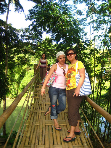 Lib, Anna and Marj at the Hanging Bridge