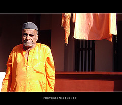The Senior. (Manoj Aswathi's Travel& Photography.) Tags: man evening kerala cloth oldage ashram malabar kasargode kanhangad aswathi233 mtv233 photographymanoj manojphotography nithyanandashram