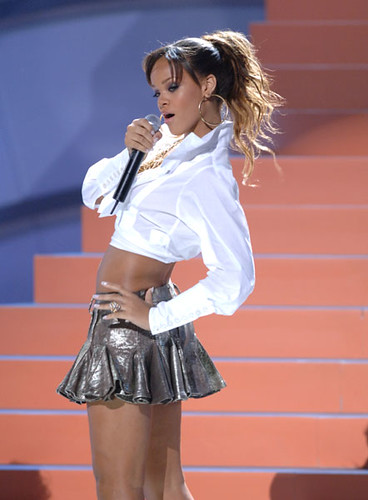 Rihanna Long Hairstyles. Rihanna Hairstyles generally take about 25 – 35