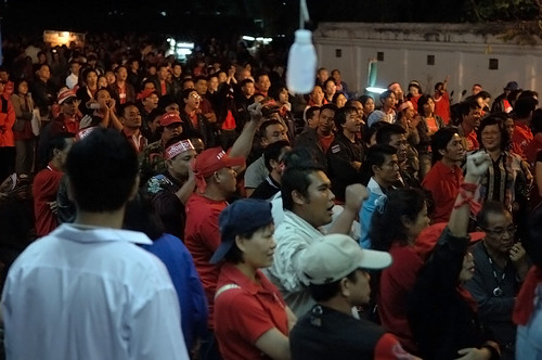 crowds rally at the Chiang Mai DAAD headquarters for the Thaksin address