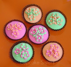 Flowers bring colours ... (Cupcake Sisters (Senel)) Tags: pink flowers orange colour green cupcakes yummy spain stuttgart explore mallorca majorca chocolateorange illesbaleares colourfulworld bakingjournalweek17 cupcakesisters