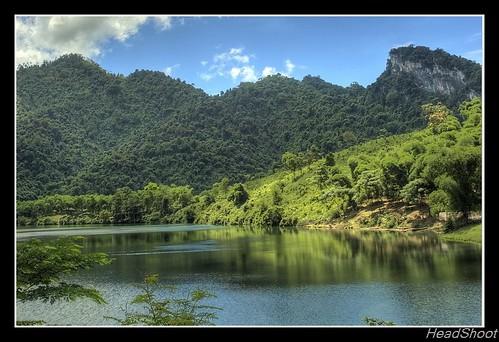 Hồ trên núi by nhangun.