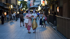 Candid photo #44 (Pls. look at this photo on Safari) (Onihide) Tags: beautiful kyoto gorgeous maiko gionkobu removedfrommmountgroupfortags mamehana mamesono